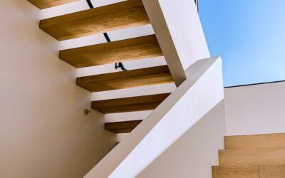 Fiks din trappe med et trappetrin træ